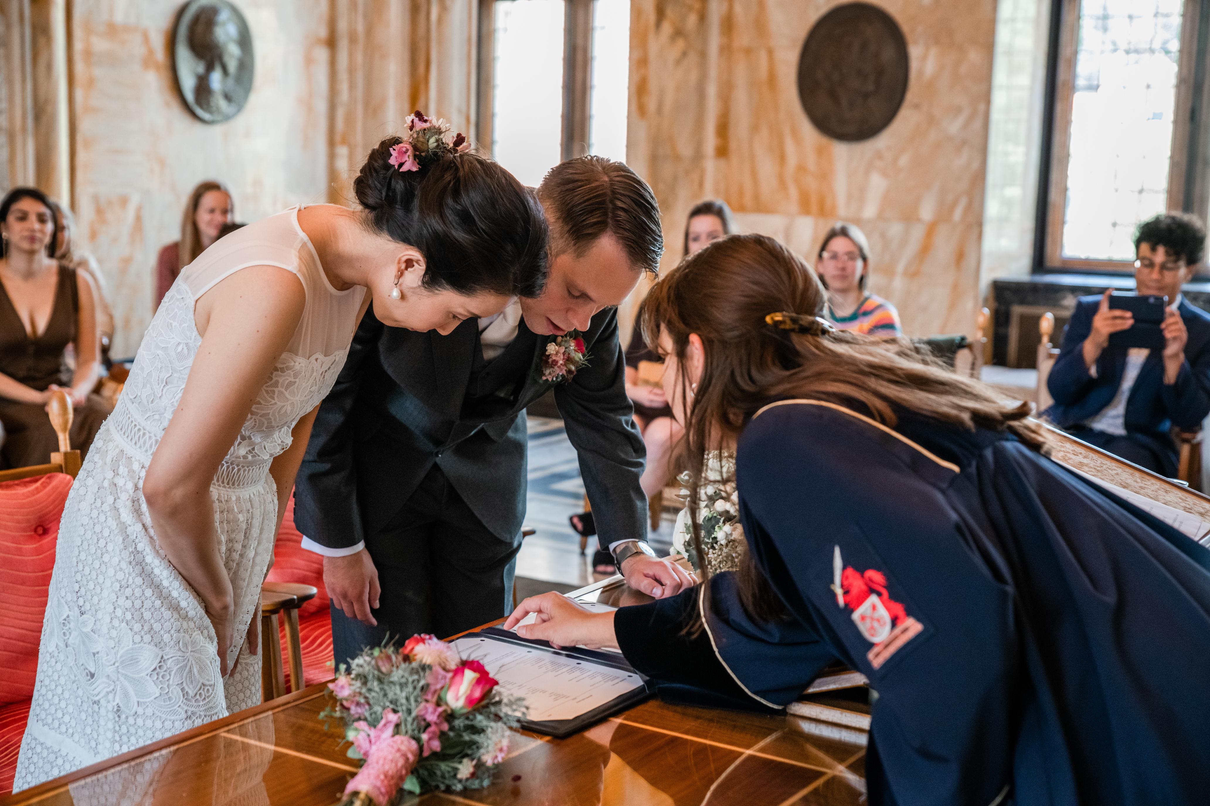 tekenen bruiloft stadhuis Leiden